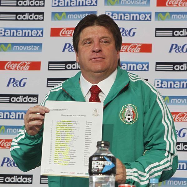 Los dos seleccionados mexicanos que quedaron fuera de la convocatoria pero que sí estarán en el Mundial… al menos en el álbum Panini